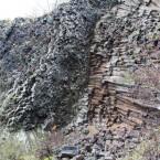 Quer liegende Basaltsäulen