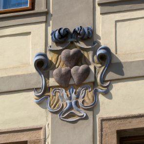 Prager Hauszeichen Zu den Drei Roten Herzen