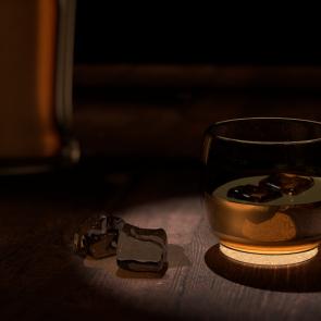 Whiskey-Glas weniger voll