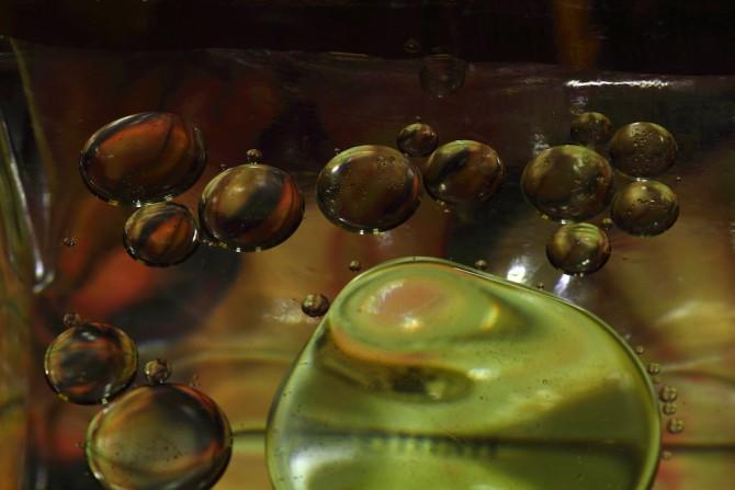 Öl in Wasser, Grüntöne