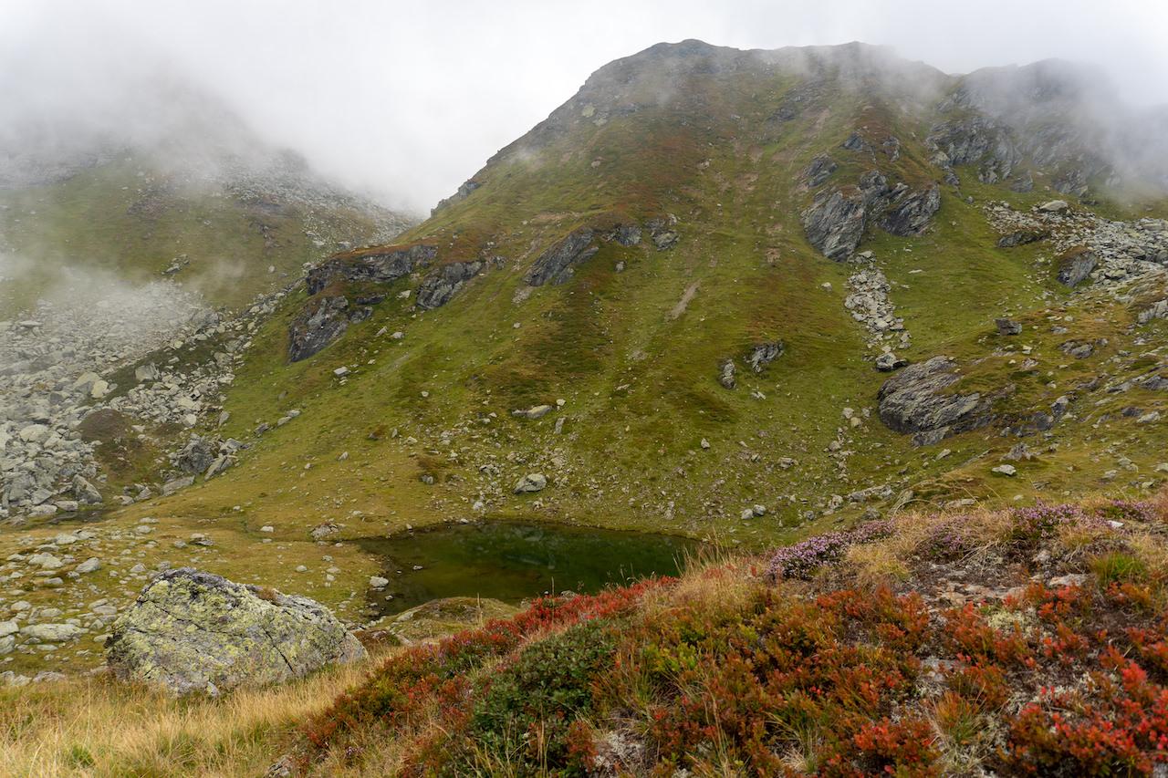 Ein Mini-See und Nebelschwaden