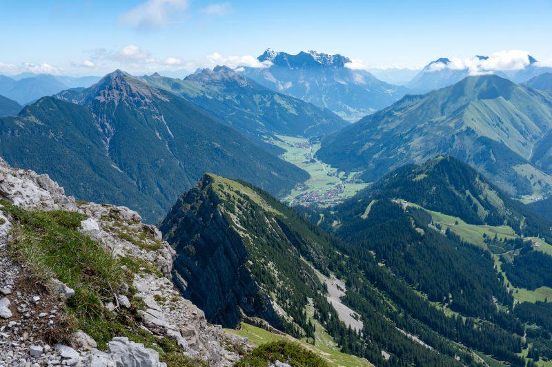 Blick vom Thaneller zur Zugspitze
